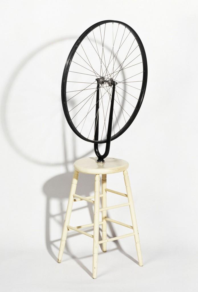 Roue de bicyclette; Marcel Duchamp 1964, ex. Rrose/ Edition Galerie Schwarz, Milan. L'original, perdu, a été réalisé à Paris en 1913.