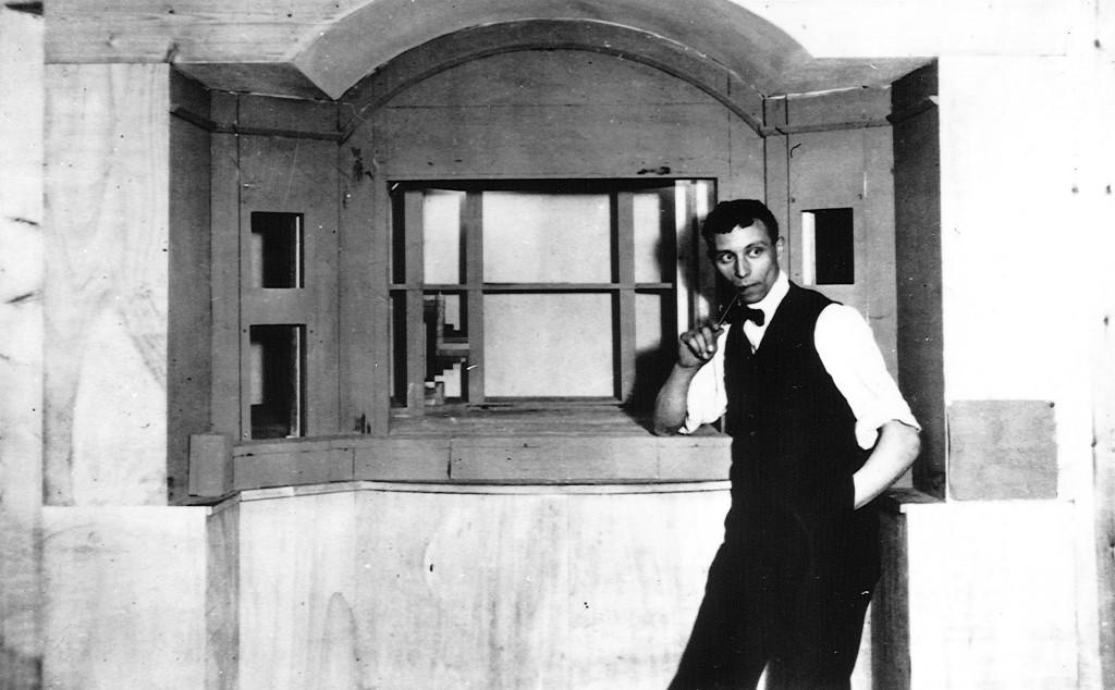 Louis Jouvet (1887-1951),  acteur français, metteur en scène, directeur de théâtre et professeur au Conservatoire national supérieur d'art dramatique.