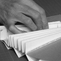 Métier d'éventailliste - le plissage de feuille