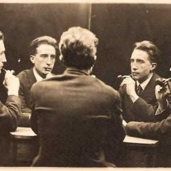 Portrait à cinq sens de Marchel Duchamp, 1917. Duchamp deviendra membre de l'Oulipo.