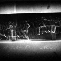 Etienne-Jules Marey (1830-1904) - chronophotographie du saut d'un homme (1886) avec segments en rehauts