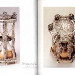 Photographie extraite de l'ouvrage 'Mémoire de sabliers, Collections, mode d'emploi' de Jacques Attali publié chez les éditions de l'amateur (1997)