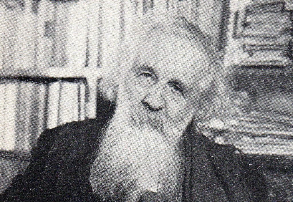 Détail d'une photographie de Gaston Bachelard reproduite p. 128 du livre de Pierre Quillet intitulé Bachelard, Seghers, 1964.