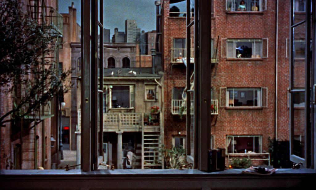 Image extraite de Rear Window (Fenêtre sur cour), film réalisé par  Alfred Hitchcock, sorti en 1954.