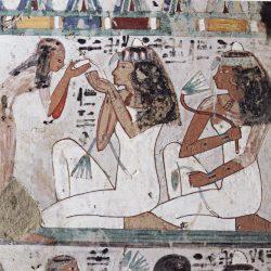 Servantes parfumant les invités - tombe de Djehouty, XVIII° dynastie (© Patrick Chapuis).