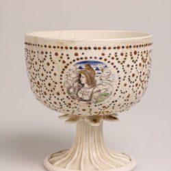 Coupe nuptiale en lattimo avec une figure féminine et un joueur de luth, 1500 environ (©National Museum), National Museum, Prague.