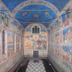 Giotto (1266/7-1337) - Fresques de la chapelle Santa Maria della Carità all'Arena (Saint Marie de la Charité de l'Arène), à Padoue, peintes entre 1303 et 1306 (vue d'ensemble depuis l'autel).