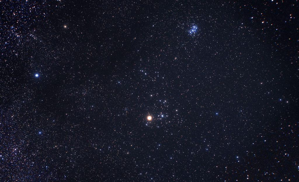 Constellation du Taureau (photographie © Akira Fujii)