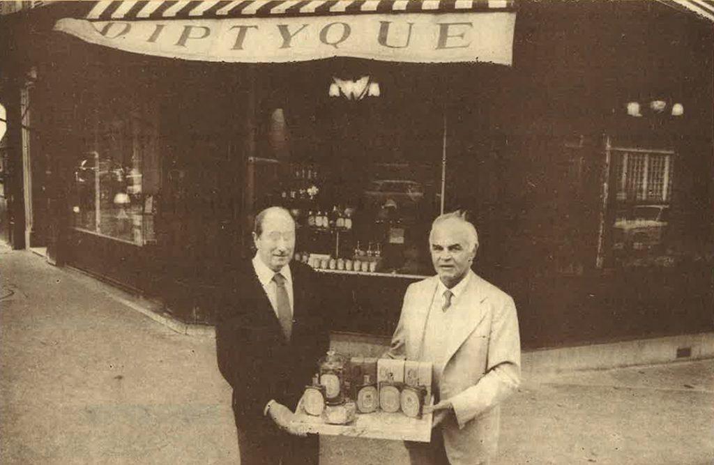 Desmond Knox-Leet et Yves Coueslant devant la boutique diptyque du 34 boulevard Saint Germain.