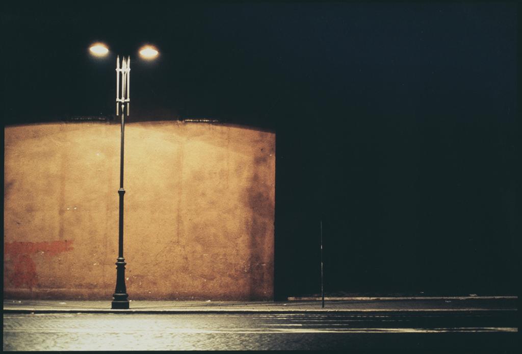 Daniel Boudinet - Réverbère et éclairage nocturne (Ministère de la Culture / Médiathèque de l'architecture et du patrimoine / Dist. RMN-GP © Donation Daniel Boudinet)