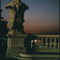 Daniel Boudinet - Vue au crépuscule du Pont Alexandre III (Ministère de la Culture / Médiathèque de l'architecture et du patrimoine / Dist. RMN-GP © Donation Daniel Boudinet)