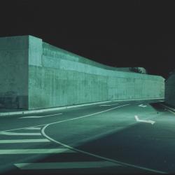 DanielBoudinet - Route et carrefour II (DanielBoudinet - Route et carrefour (Ministère de la Culture / Médiathèque de l'architecture et du patrimoine / Dist. RMN-GP © Donation Daniel Boudinet)