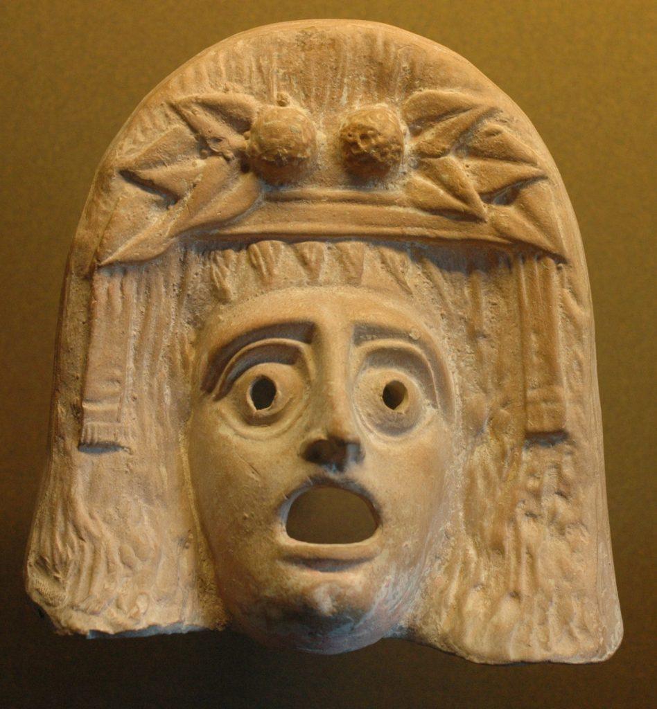 Figurine en terre cuite d'un masque de théâtre représentant Dionysos, datant du 1er ou 2ème siècle av. J.C. et excavé à Myrina Musée du Louvre (© base Atlas)