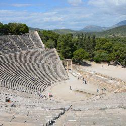 Théâtre d'Epidaure (le mieux conservé) dont la construction est attribuée à Polykleitos le jeune, au 4ème siècle av. J.C. au sud-est du sanctuaire d'Asclépios