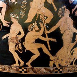Cratère à volutes, vase attique figurant Dionysos et Ariane (détail): Un choriste satyre en train d'esquisser un pas de danse, et une ménade
